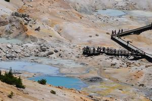 Picture of visitors experiencing the Bumpass Hell hydrothermal area up close